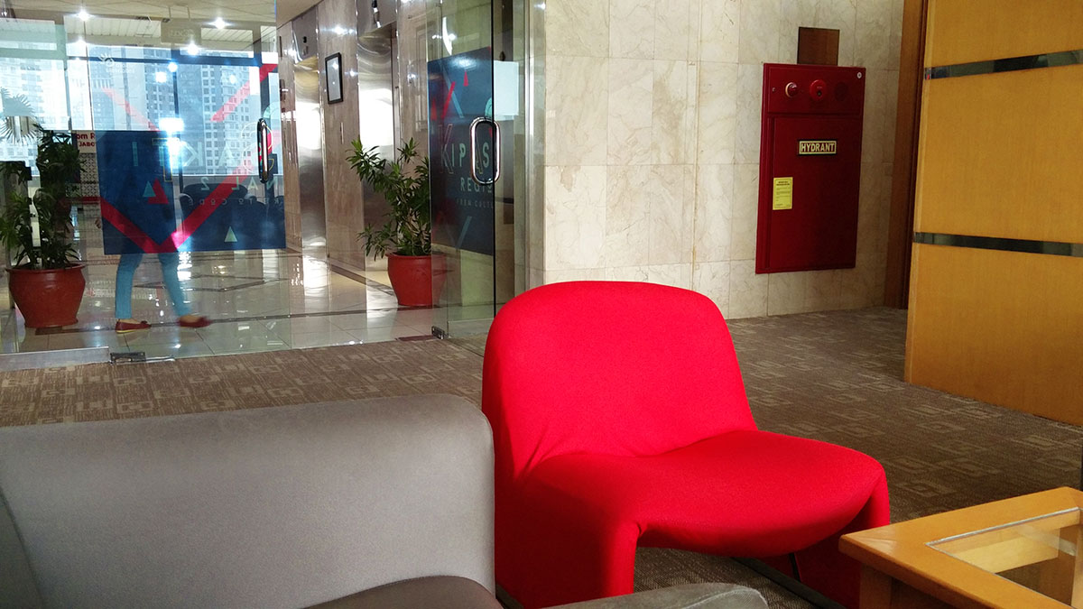 Kantor GMP Telkom red chair